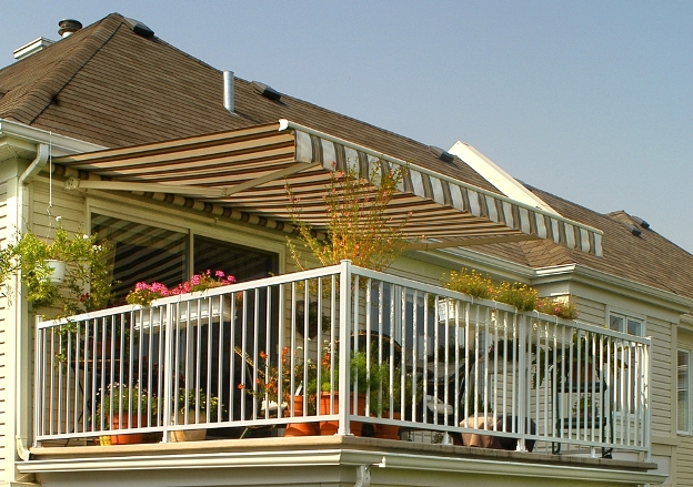 The brasilia retractable awning patio awnings for Retractable screens canada