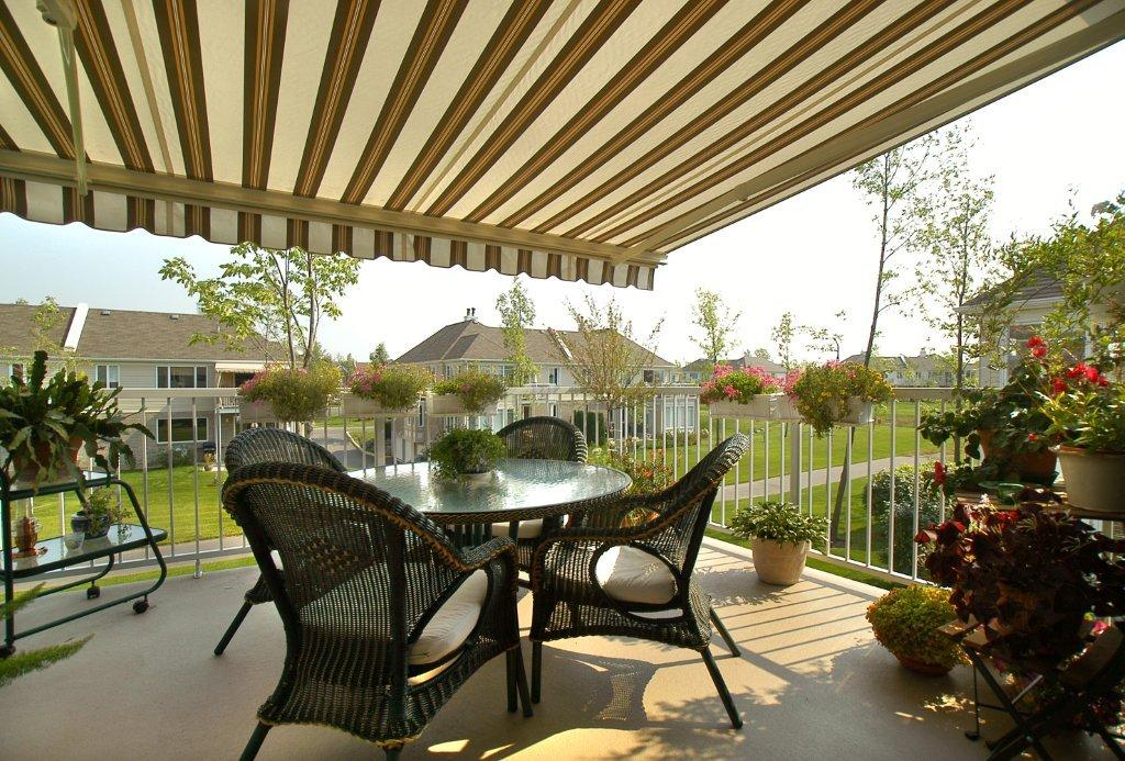 Retractable Or Fixed Style Awnings